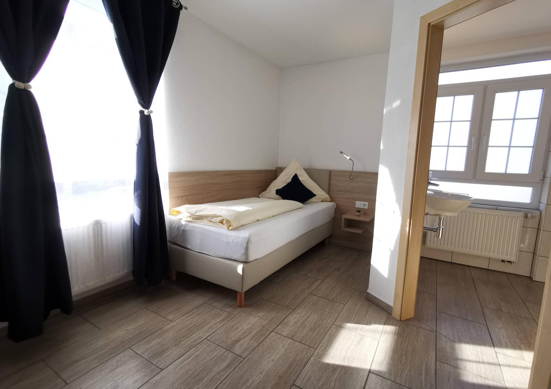 einzelzimmer hotel mezzero waldshut-tiengen